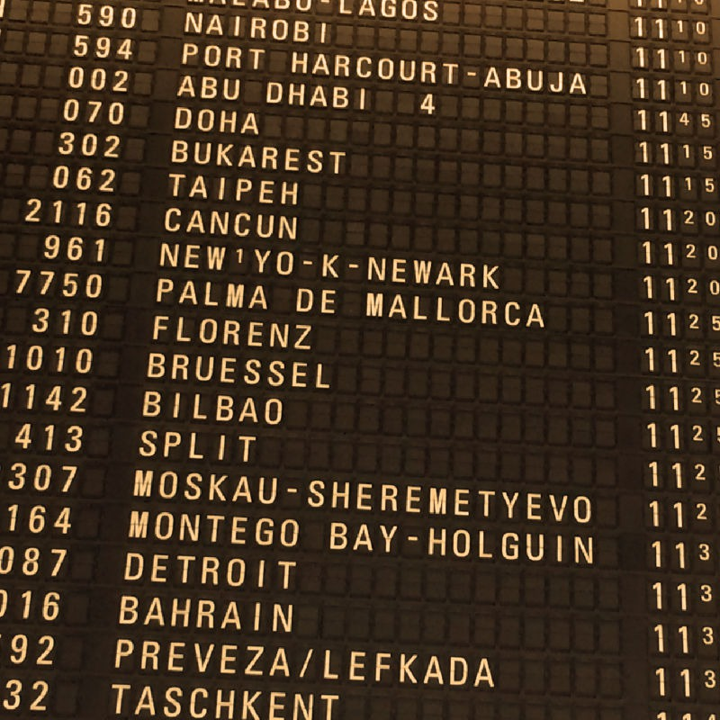 Fluganzeige am Frankfurter Flughafen - auf gehts nach Bilbao