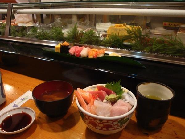 Sushi in Tokyo auf dem Fischmarkt