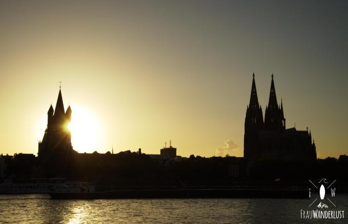 Sonnenuntergang hinter der Kölner Innenstadt