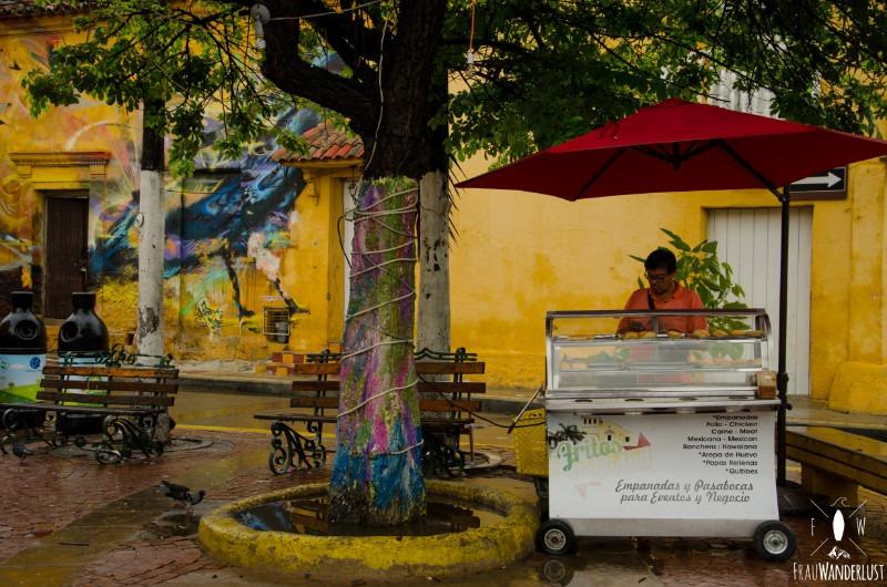 Cartagena: mit leckeren Empañadas am Strassenrand