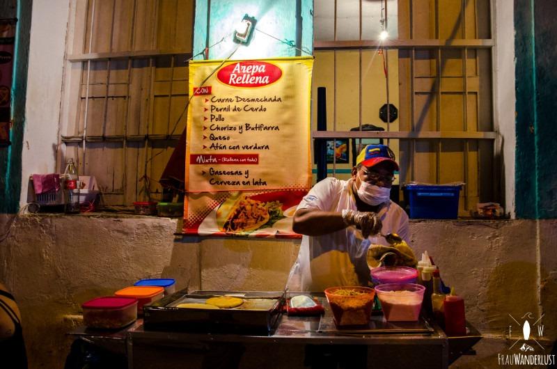 Cartagena: Street Food bei Nacht