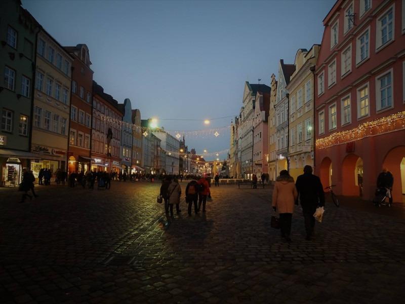 Abendspaziergang im Winter durch Bayern
