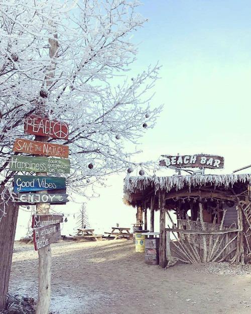 Die winterliche Strandbar am Chiemsee