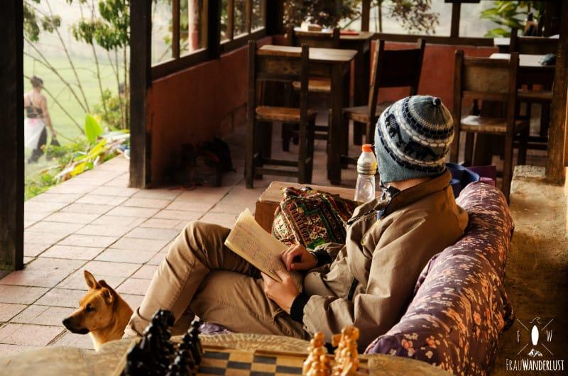 Spanisch lernen in Medellin: Olli paukt Vokabeln am Morgen