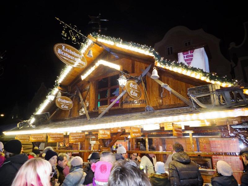 Winter in Bayern - die Hütte auf dem Weihnachtsmarkt
