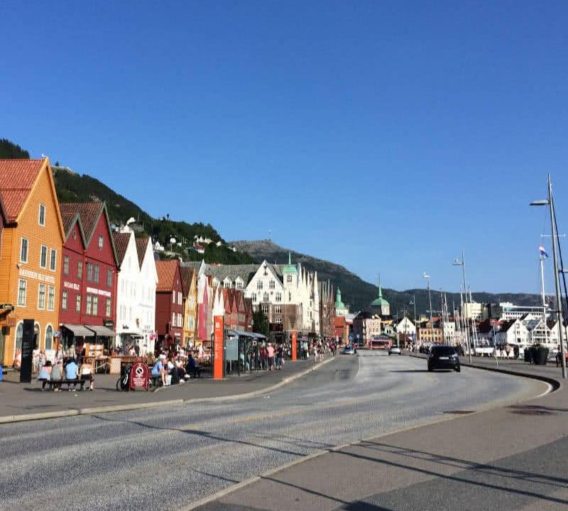 Packliste Skandinavien: Ein Blick über Bergen